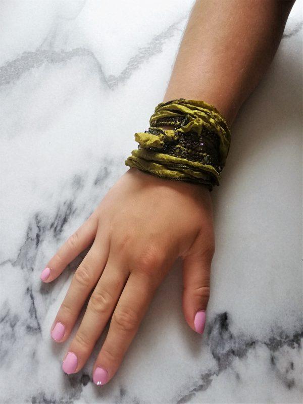 Wrapbracelet, wikkelarmband, mossgreen, zijde, silk, armband, beads